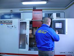 CINCINNATI VMC-750 vertical machining center